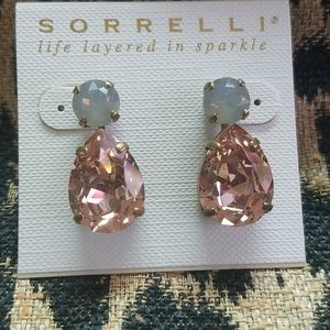 Gorgeous Sorrelli  Pale Pink Drop Post